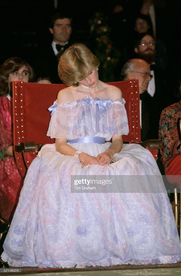 15 bức ảnh không thể quên của Công nương Diana suốt 15 năm chôn chân trong hôn nhân bi kịch: Hạnh phúc chẳng mấy mà sao khổ đau chất đầy?-5