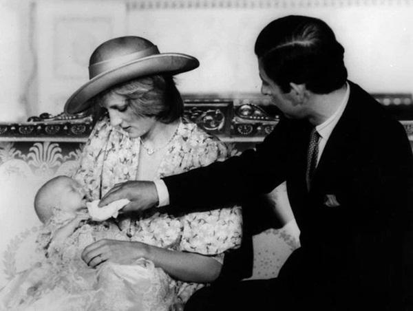 15 bức ảnh không thể quên của Công nương Diana suốt 15 năm chôn chân trong hôn nhân bi kịch: Hạnh phúc chẳng mấy mà sao khổ đau chất đầy?-6