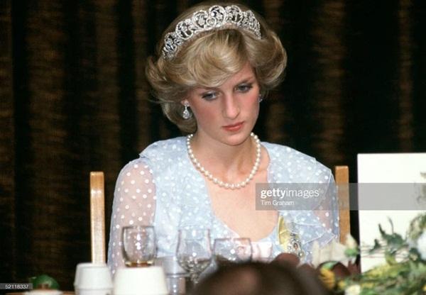 15 bức ảnh không thể quên của Công nương Diana suốt 15 năm chôn chân trong hôn nhân bi kịch: Hạnh phúc chẳng mấy mà sao khổ đau chất đầy?-7
