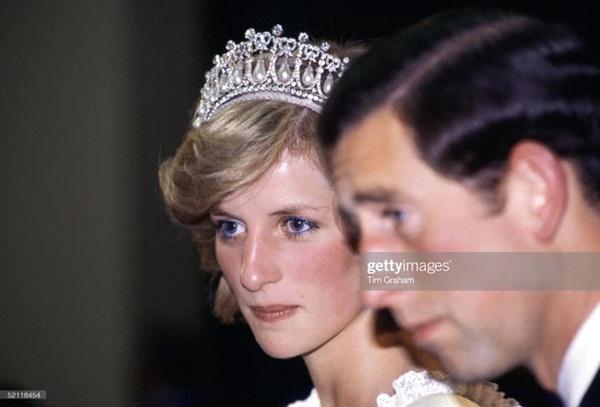 15 bức ảnh không thể quên của Công nương Diana suốt 15 năm chôn chân trong hôn nhân bi kịch: Hạnh phúc chẳng mấy mà sao khổ đau chất đầy?-8