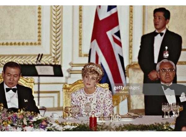 15 bức ảnh không thể quên của Công nương Diana suốt 15 năm chôn chân trong hôn nhân bi kịch: Hạnh phúc chẳng mấy mà sao khổ đau chất đầy?-12