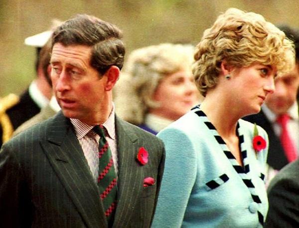 15 bức ảnh không thể quên của Công nương Diana suốt 15 năm chôn chân trong hôn nhân bi kịch: Hạnh phúc chẳng mấy mà sao khổ đau chất đầy?-13