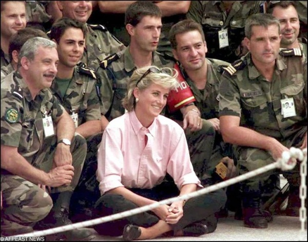 15 bức ảnh không thể quên của Công nương Diana suốt 15 năm chôn chân trong hôn nhân bi kịch: Hạnh phúc chẳng mấy mà sao khổ đau chất đầy?-15
