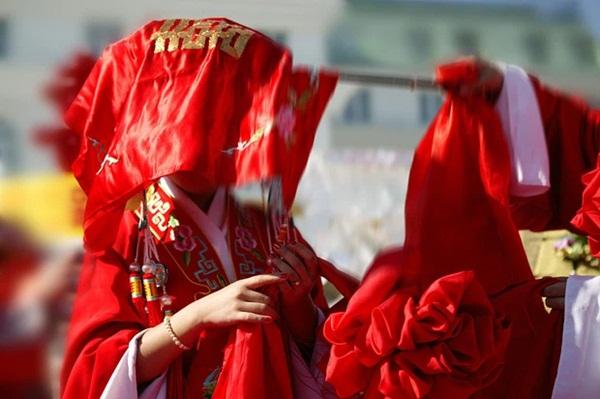 Hai bên cùng cưới - trào lưu kết hôn như ly hôn ở Trung Quốc: Cuộc sống nhân đôi, giới trẻ giãy giụa trong vũng lầy tham vọng của gia đình-5