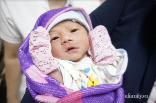 Hy hữu: Sản phụ mang song thai đẻ rơi 1 bé tại nhà, bé còn lại chào đời ở bệnh viện-1