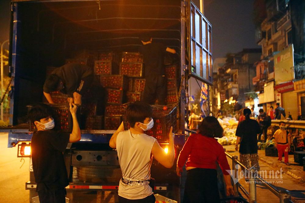 Một đêm giải cứu: 250 tấn rau, 10 vạn trứng gà Hải Dương về Hà Nội-1