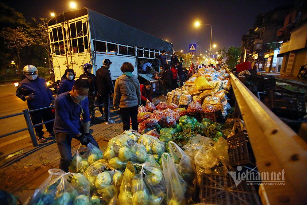 Một đêm giải cứu: 250 tấn rau, 10 vạn trứng gà Hải Dương về Hà Nội-4