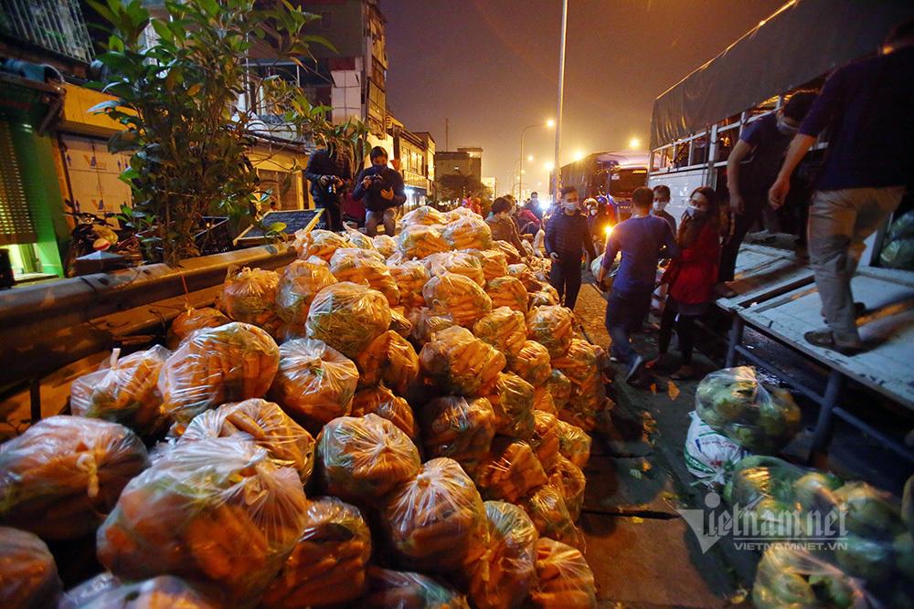 Một đêm giải cứu: 250 tấn rau, 10 vạn trứng gà Hải Dương về Hà Nội-5