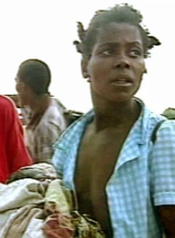 Chào đời trên ngọn cây giữa trận lũ lịch sử, bé gái nhờ đó mà cứu giúp hàng chục người bị ảnh hưởng giờ sống thế nào sau 21 năm?-4