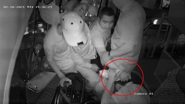 Lời kể của tài xế xe khách bị nhóm người vác dao đe dọa, đánh đập-2