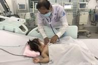 Uống nhầm dầu thắp đèn bàn thờ, bé gái 15 tháng tuổi ở Đắk Lắk nguy kịch, phải chạy ECMO xuyên Tết