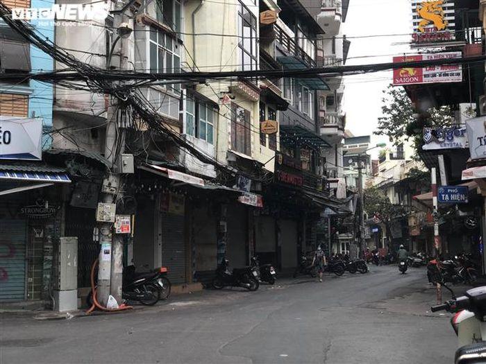 Hàng quán phố cổ Hà Nội nghỉ Tết kéo dài, khách sạn rao bán la liệt bằng tờ rơi-1