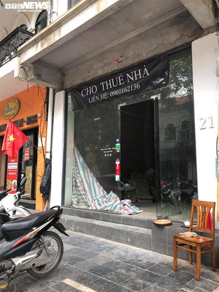 Hàng quán phố cổ Hà Nội nghỉ Tết kéo dài, khách sạn rao bán la liệt bằng tờ rơi-9