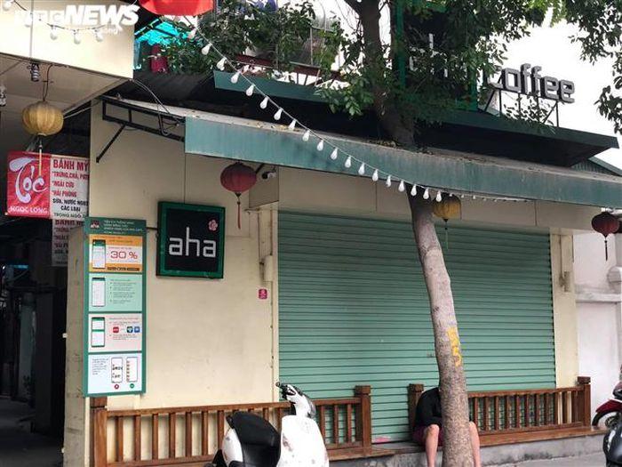 Hàng quán phố cổ Hà Nội nghỉ Tết kéo dài, khách sạn rao bán la liệt bằng tờ rơi-11