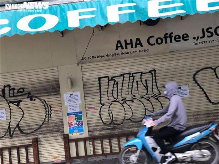 Hàng quán phố cổ Hà Nội nghỉ Tết kéo dài, khách sạn rao bán la liệt bằng tờ rơi-12