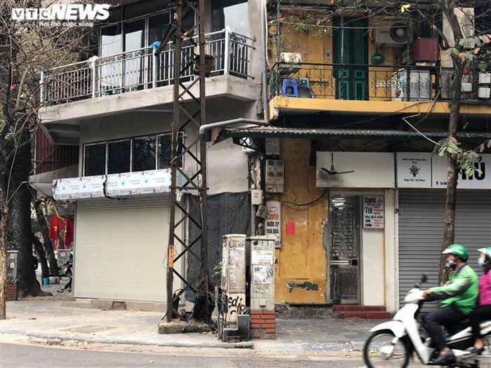 Hàng quán phố cổ Hà Nội nghỉ Tết kéo dài, khách sạn rao bán la liệt bằng tờ rơi-17