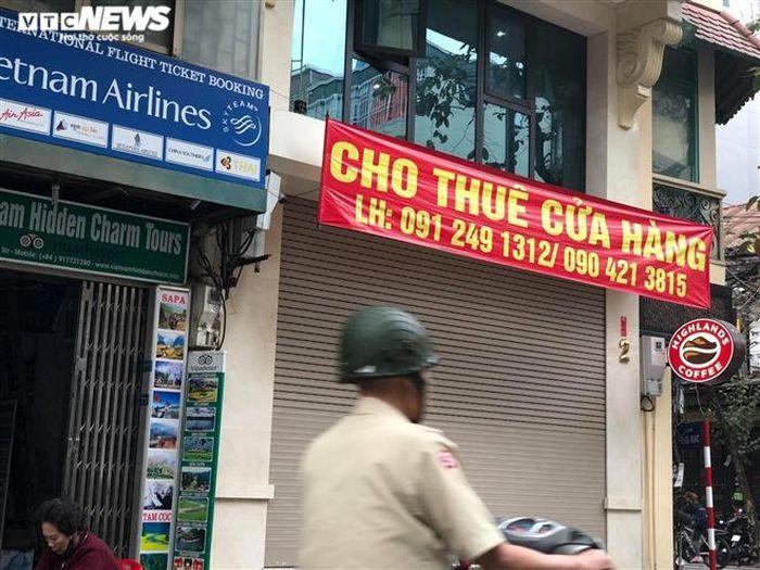 Hàng quán phố cổ Hà Nội nghỉ Tết kéo dài, khách sạn rao bán la liệt bằng tờ rơi-2