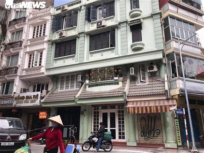 Hàng quán phố cổ Hà Nội nghỉ Tết kéo dài, khách sạn rao bán la liệt bằng tờ rơi-7