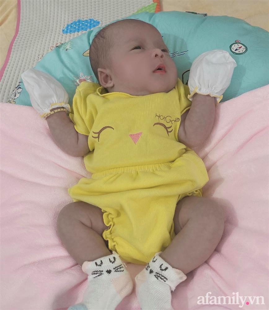 Bé gái Kiên Giang sinh non gầy guộc, da đen nhẻm, nhăn nheo như chú khỉ con, nhưng chỉ hơn 2 tháng sau nhìn bé ai cũng ngỡ ngàng-6