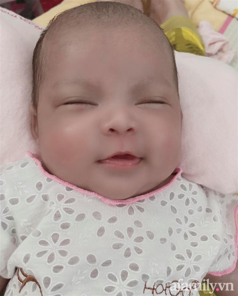 Bé gái Kiên Giang sinh non gầy guộc, da đen nhẻm, nhăn nheo như chú khỉ con, nhưng chỉ hơn 2 tháng sau nhìn bé ai cũng ngỡ ngàng-7