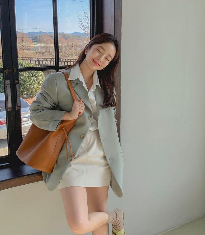 """Trời xuân ấm áp, diện sơ mi theo 5 công thức ruột"""" của gái Hàn là đảm bảo vừa xinh, vừa sang hết ý-6"""