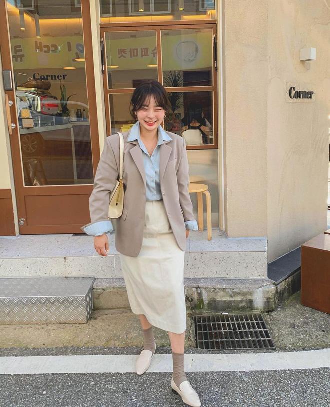 """Trời xuân ấm áp, diện sơ mi theo 5 công thức ruột"""" của gái Hàn là đảm bảo vừa xinh, vừa sang hết ý-8"""