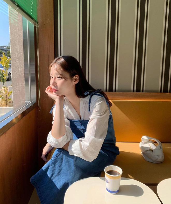 """Trời xuân ấm áp, diện sơ mi theo 5 công thức ruột"""" của gái Hàn là đảm bảo vừa xinh, vừa sang hết ý-15"""