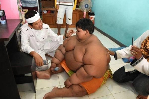 Cậu bé béo nhất thế giới nặng gần 200kg gây choáng với ngoại hình mới chỉ sau 4 năm giảm cân, nhìn hình không ai dám tin là cùng một người-5