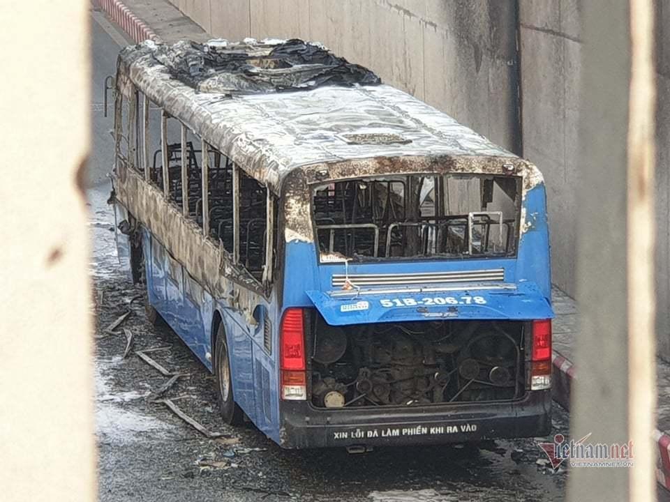 Xe buýt cháy dữ dội trong hầm chui ở Sài Gòn-4