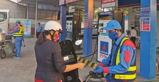 Giá xăng dầu có thể sẽ tăng mạnh vào ngày mai?-1