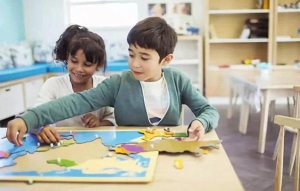 Cha mẹ có nên phóng đại con mình thông minh hơn con nhà người ta không? Đừng dùng những từ này để đánh lừa nhận thức của trẻ-2