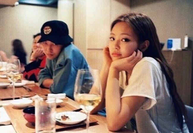 Style của Jennie khi ở bên bạn trai: Chất ngất thế này bảo sao ông hoàng Kpop đổ đứ đừ, dân tình ủng hộ nhiệt liệt-1
