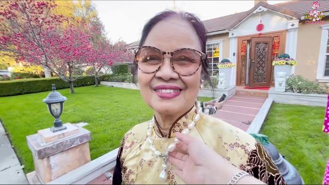 Hé lộ nhà Bằng Kiều ở Mỹ, mẹ ruột đeo chuỗi ngọc 1 tỷ, nói về tình trạng con trai bị hủy show-3