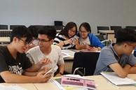 Sợ sinh viên xuống tinh thần khi học online, thầy giáo có cách cổ vũ đáng yêu hết nấc, lũ học trò cười thích thú