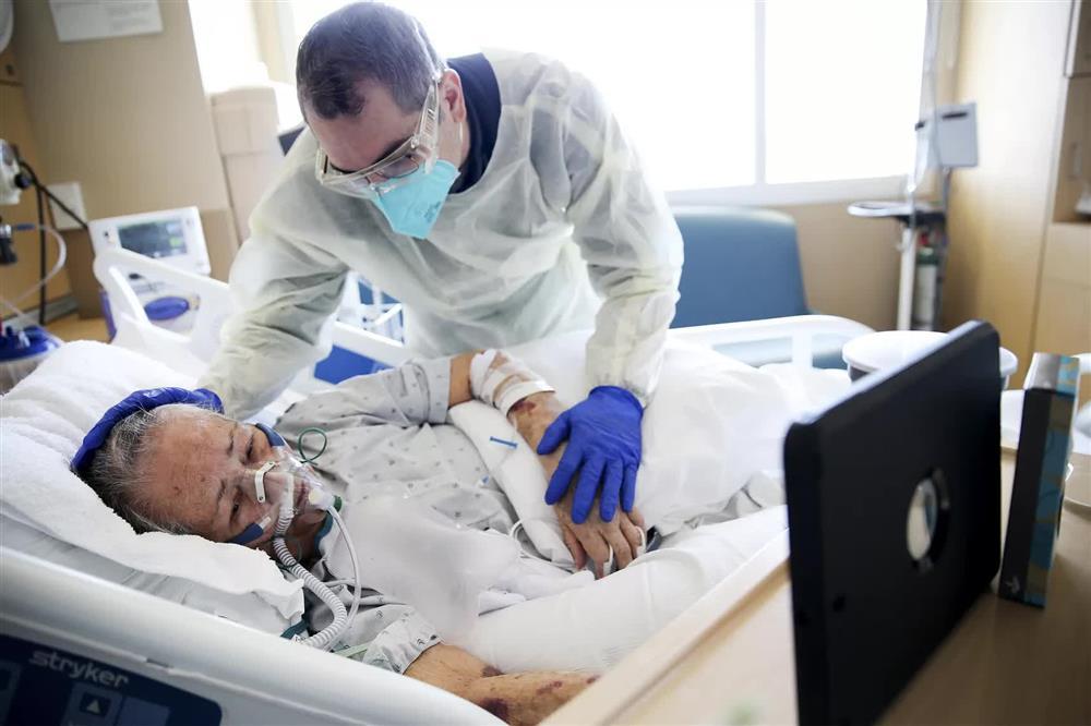 Cảm giác của người chết vì Covid-19 là như thế nào? Chỉ 2 chữ kinh hoàng, theo trải nghiệm của bác sĩ trị bệnh-3