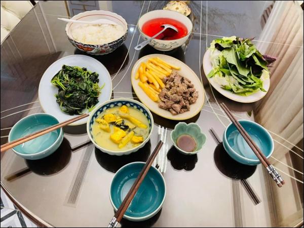 Sau Tết, Vân Hugo khéo vào bếp trổ tài làm món ốc om chuối đậu chuẩn vị Bắc, vừa ngon lại giải ngánai cũng mê-2