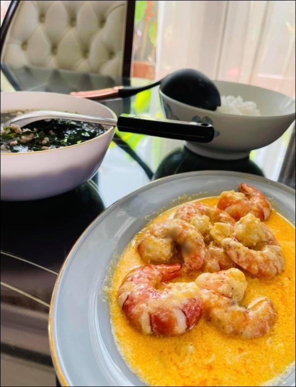 Sau Tết, Vân Hugo khéo vào bếp trổ tài làm món ốc om chuối đậu chuẩn vị Bắc, vừa ngon lại giải ngánai cũng mê-4