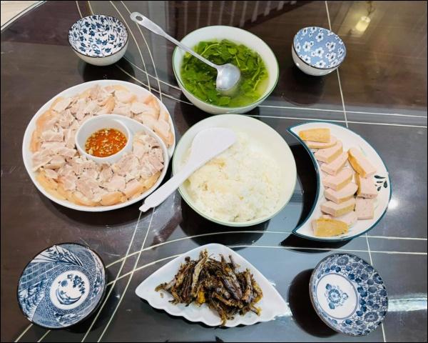 Sau Tết, Vân Hugo khéo vào bếp trổ tài làm món ốc om chuối đậu chuẩn vị Bắc, vừa ngon lại giải ngánai cũng mê-7