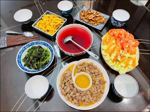 Sau Tết, Vân Hugo khéo vào bếp trổ tài làm món ốc om chuối đậu chuẩn vị Bắc, vừa ngon lại giải ngánai cũng mê-8