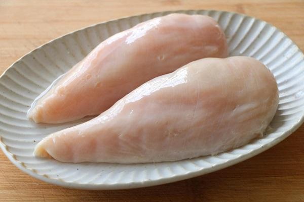 Ức gà làm theo cách này không sợ khô như rơm, cả người lớn trẻ nhỏ đều thích, ăn tốn cơm đến lạ-4