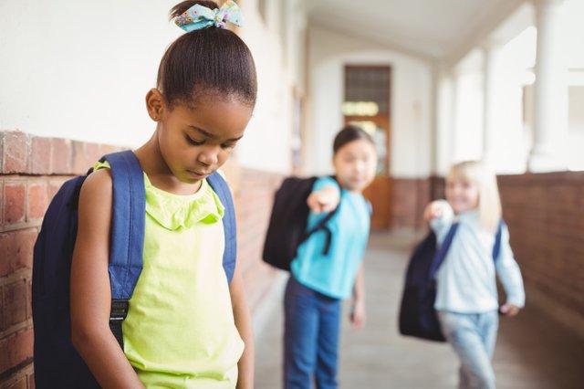 Con thiếu tự tin: Nếu cha mẹ phớt lờ, tương lai của bé có thể bị ảnh hưởng sâu sắc-1