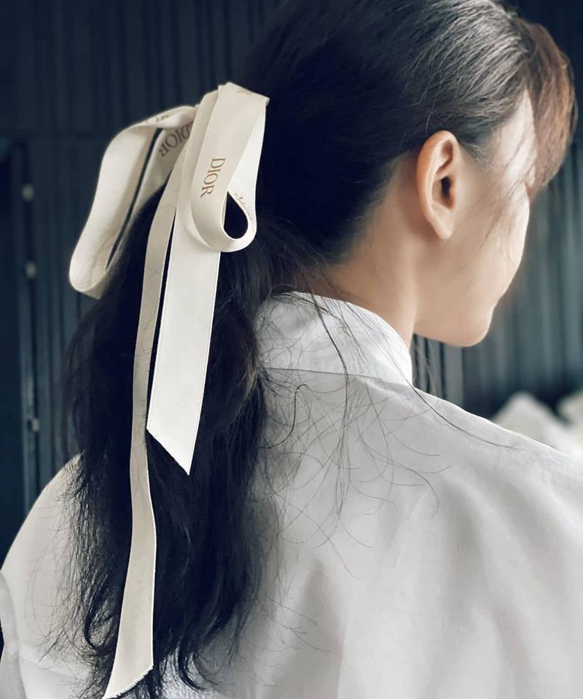 Mỹ nhân Việt có đến 4 kiểu tóc buộc thấp tuyệt xinh, diện đi làm hay đi chơi đều xịn đẹp ngây ngất-11