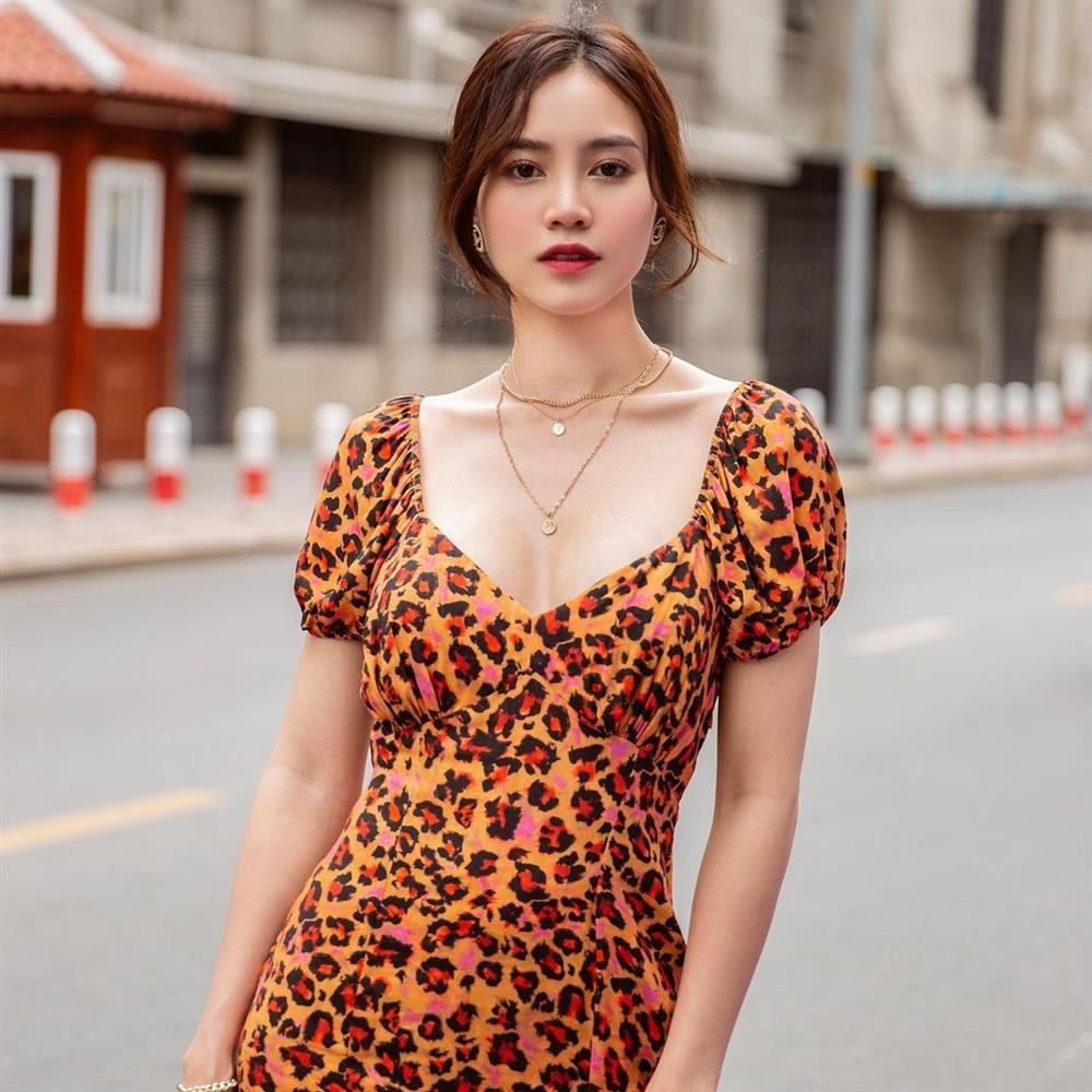 Mỹ nhân Việt có đến 4 kiểu tóc buộc thấp tuyệt xinh, diện đi làm hay đi chơi đều xịn đẹp ngây ngất-4