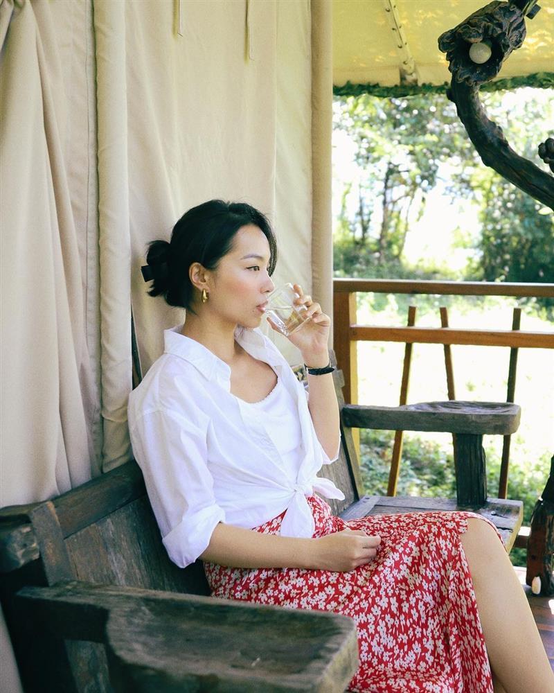 Mỹ nhân Việt có đến 4 kiểu tóc buộc thấp tuyệt xinh, diện đi làm hay đi chơi đều xịn đẹp ngây ngất-5