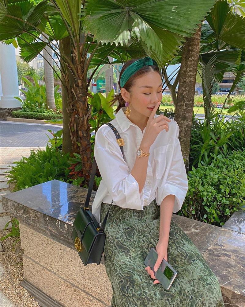 Mỹ nhân Việt có đến 4 kiểu tóc buộc thấp tuyệt xinh, diện đi làm hay đi chơi đều xịn đẹp ngây ngất-9