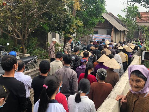Quặn lòng đám tang của nữ sinh lớp 10 bị bạn trai bóp cổ đến chết, người thân ngã quỵ trên đường đưa tiễn-1