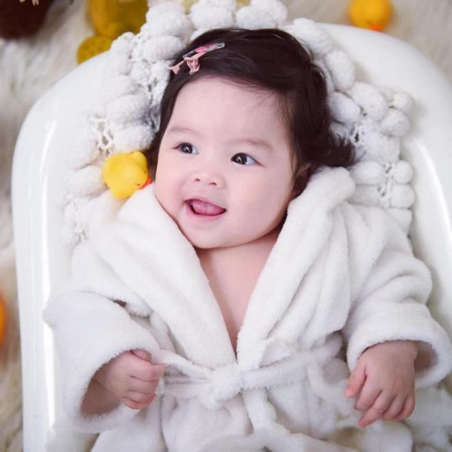 Sau đổ vỡ hôn nhân với Trương Ngọc Ánh, diễn viên Trần Bảo Sơn chính thức khoe con gái cưng với vợ thứ 2-4