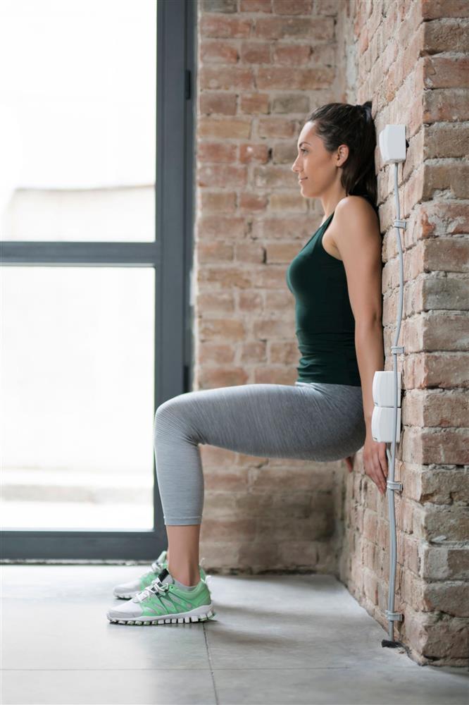Bài tập đứng dựa vào tường 5 phút giúp giảm cân nhanh chóng, chân và đùi săn chắc rõ rệt-4