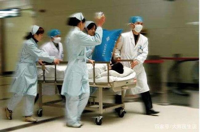 Người đàn ông 33 tuổi đột tử do nhồi máu não, bác sĩ cảnh báo 2 việc không làm sau bữa ăn-3