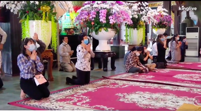 TP.HCM: Nhiều chùa không tổ chức lễ rằm tháng Giêng vì dịch Covid - 19, lượng người dân đi lễ chỉ bằng 2/10 so với mọi năm-1